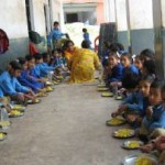 Midday_Meal_Scheme_children_at_primary_school
